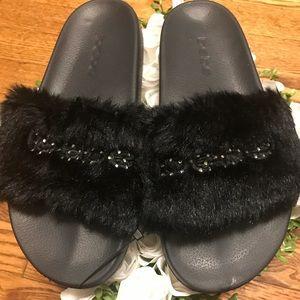 ***HOT ***Bebe Fur Furiosa Sandal!